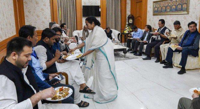 तो क्या राजनीति का केन्द्र बन रहा है कोलकाता..