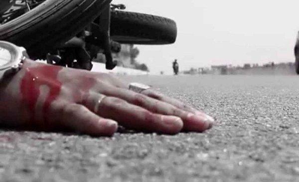 बांदा में बाइक की टक्कर लगने से किसान की मौत, बाल-बाल बचा बाइक सवार मौके से भाग निकला