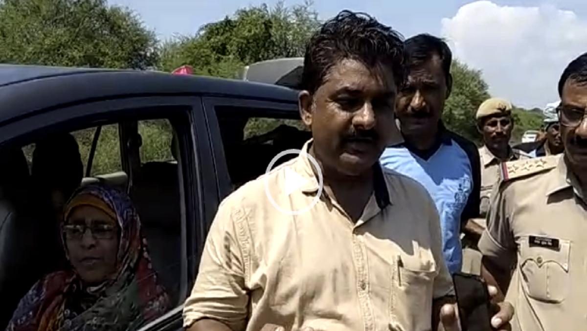बांदा में कानपुर हाइवे पर बाढ़ में बह गया इनोवा सवार मुस्लिम परिवार, ग्रामीणों ने बचाई जान