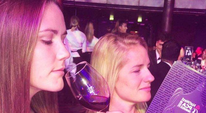 इंग्लैंड महिला क्रिकेट टीम की दो खिलाड़ियों ने सगाई की, बोर्ड ने दी बधाई