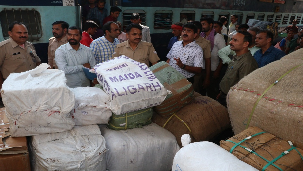 UP GST team raids Kalindi Express at Kanpur Central Railway Station, bags worth lakhs