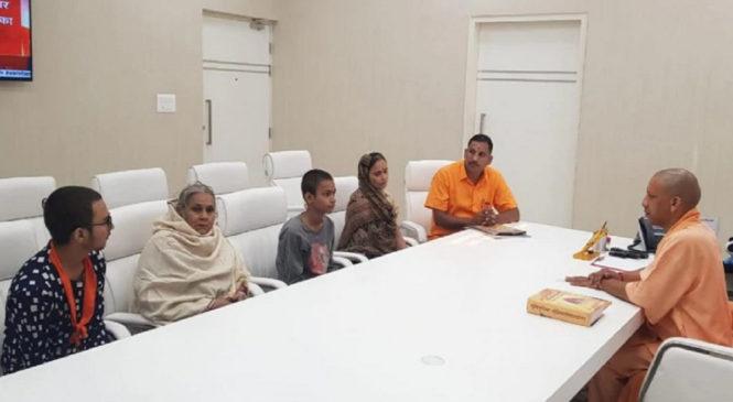 सीएम योगी से मिला कमलेश तिवारी का परिवार, पत्नी बोलीं-सभी मांगें मानी