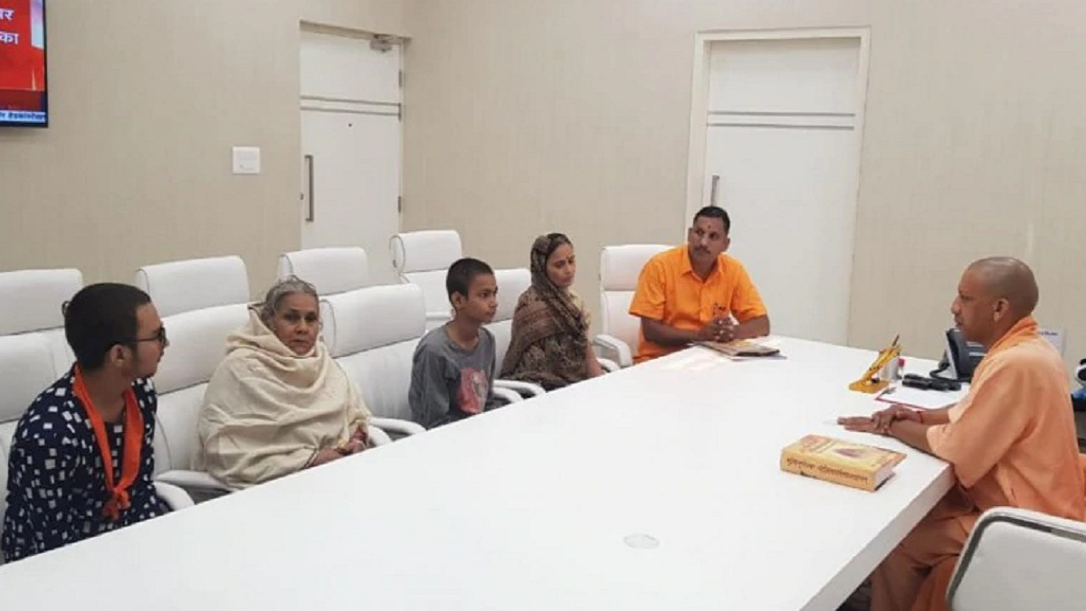 Chief Minister Yogi Adityanath calls on Kamlesh Tiwari's family