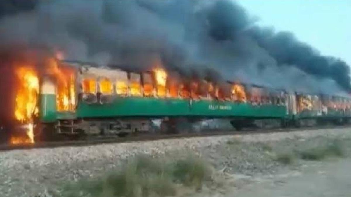 पाकिस्तान में ट्रेन में अंडे उबाल रहे थे लोग, सिलेंडर फटने से 71 मरे