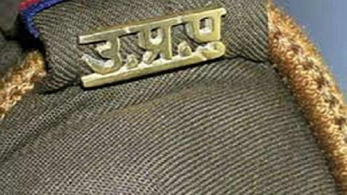 Four policemen in charge, one police station and 3 outpost incharge line in Banda, four more replaced
