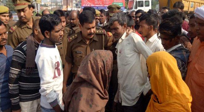 फर्रुखाबाद में डीसीएम से कुचलकर बाइक सवार की मौत, जाम