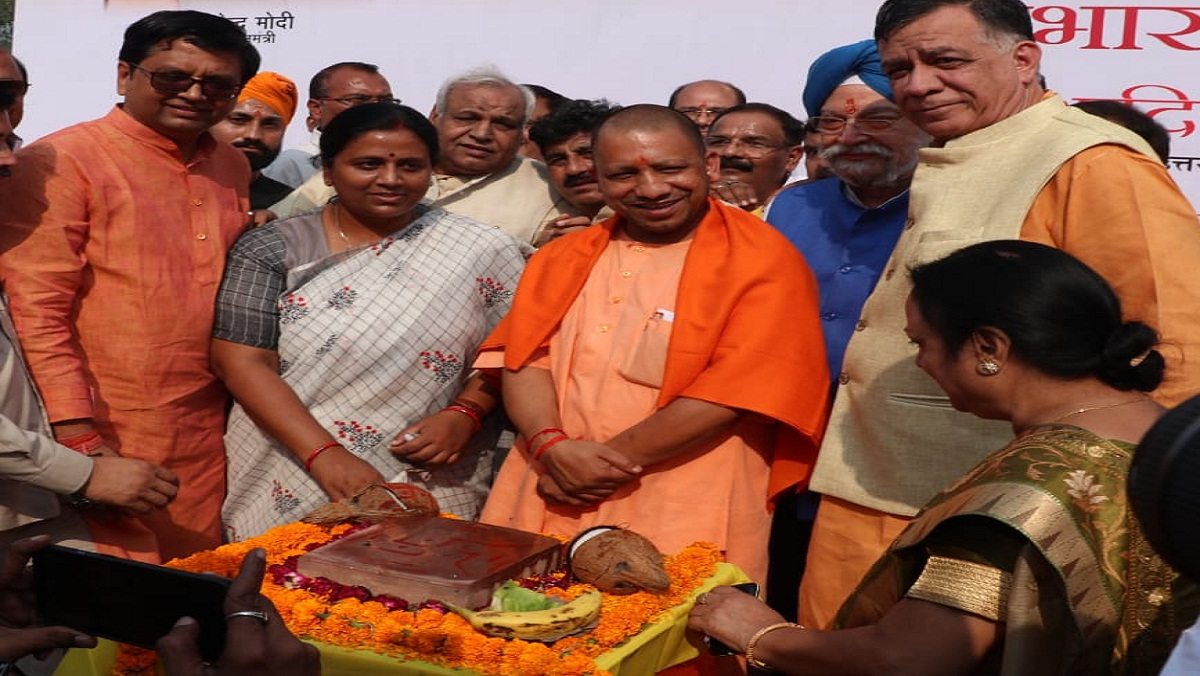 CM Yogi Adityanath laid foundation stone of Metro in Kanpur