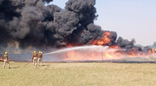 उन्नाव में ट्रांस गंगा सिटी पर दूसरे दिन भी किसानों का बवाल, आगजनी