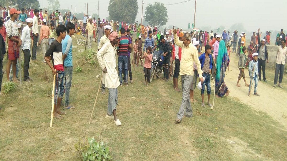 Stoning of farmers, CO and four soldiers injured in Unnao for compensation in Trans Ganga City