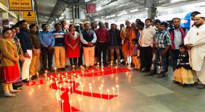 बांदाः रेल यात्रियों को अनोखे ढंग से एड्स के प्रति किया जागरूक