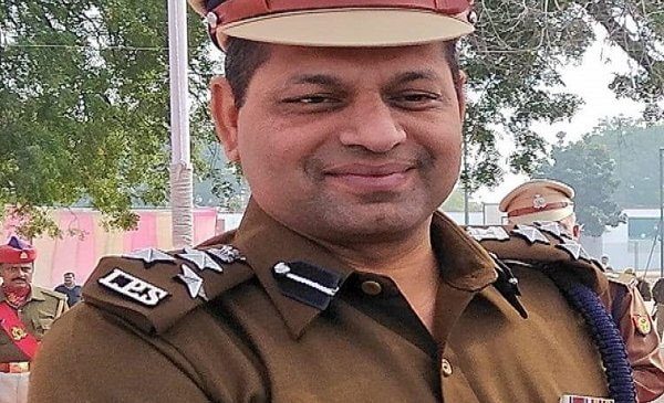 बांदा के DIG दीपक कुमार को अवार्ड, CAA पर शांति-बदमाशों का सफाया, महकमे ने माना लोहा