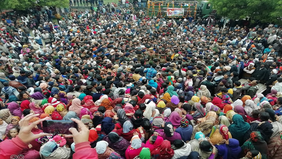 People gathered to pay last farewell to Kargil martyr Dharmendra in Kanpur