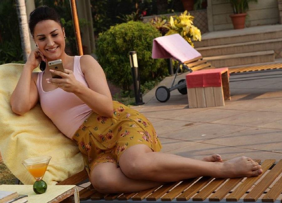 Hot sexy photo of bold actress Elli Avram