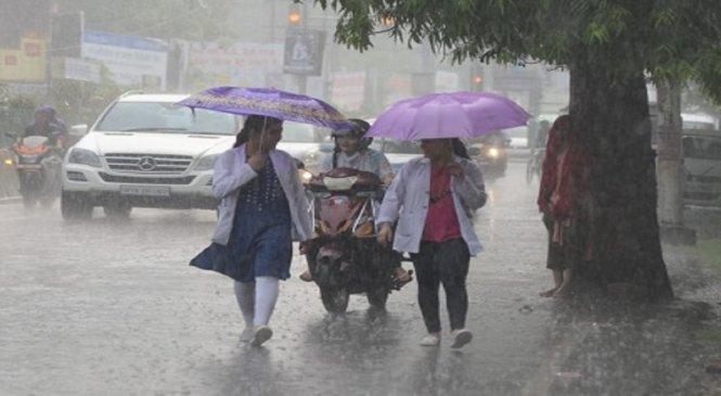 यूपी में अभी दो दिन और झमाझम बारिश, कानपुर-बाराबंकी में टूटे रिकार्ड