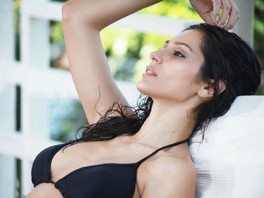 Actress Bruna Abdullah hot sexy photo bikni