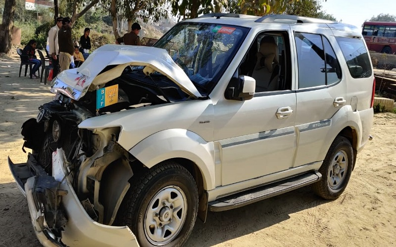 Banda BJP leader couple's safari vehicle collides with roadways bus, narrowly escaped