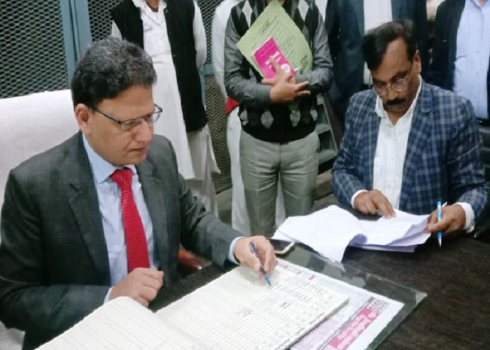 IAS Amit Bansal take charge as Banda dm