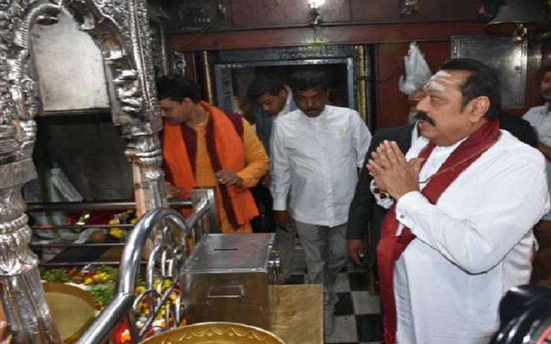 Shri lanka pm mahindra rajpakche in varanshi india
