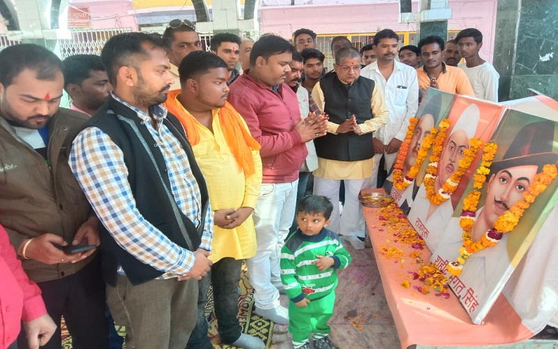 VHP and Bajrang Dal paid tribute to martyrs in Banda