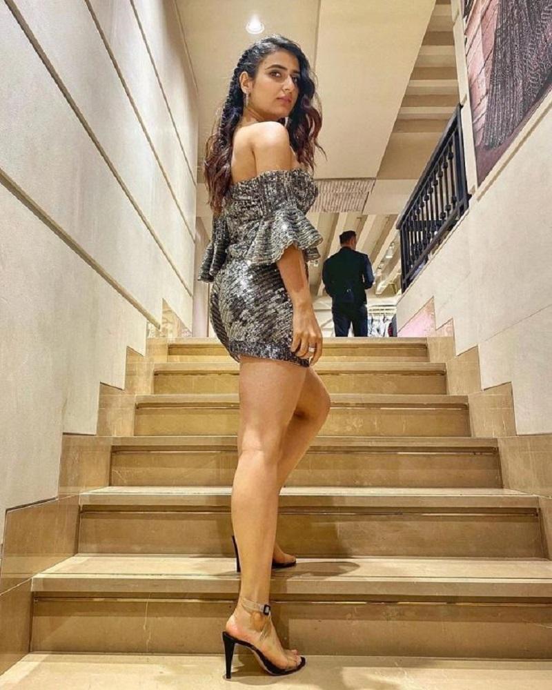 actress fatima sana khan hot sexy photo