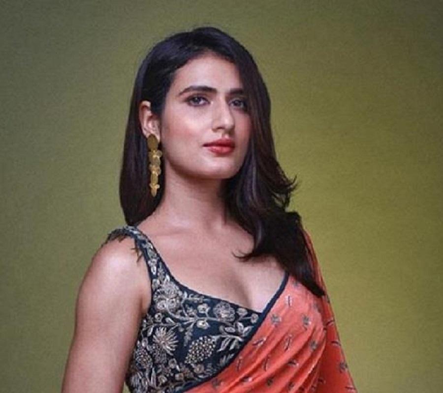 actress fatima sana khan hot sexy Navel in sari