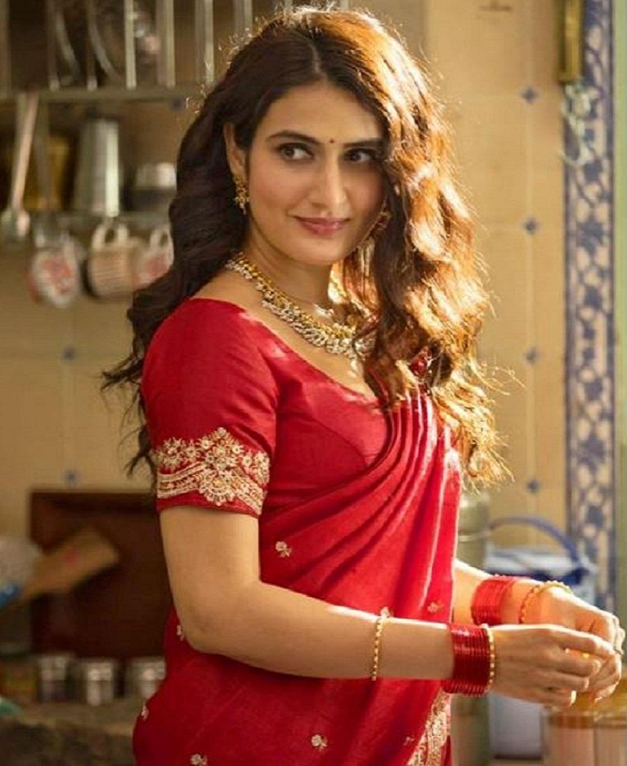 actress fatima sana sekh first look suraj par bhari mangal film