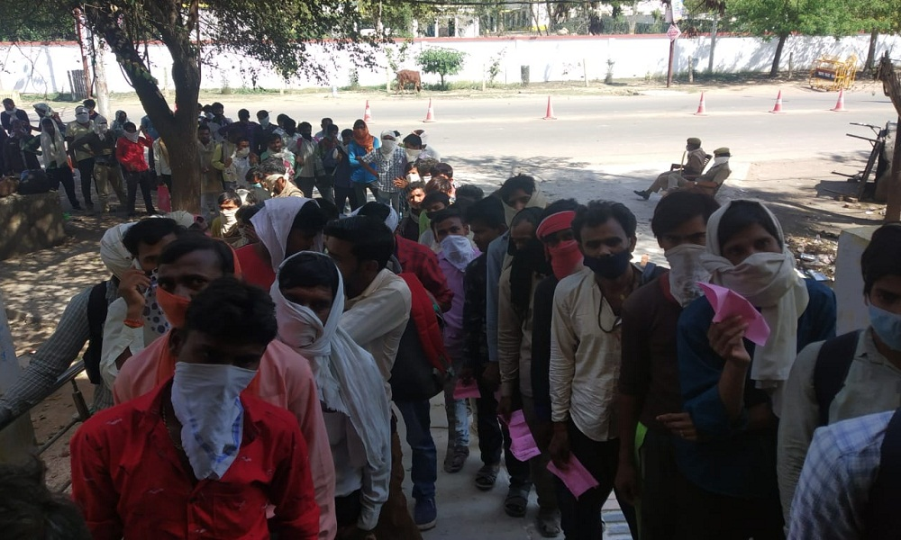 Thousands crowded in Banda District Hospital social distance destroyed