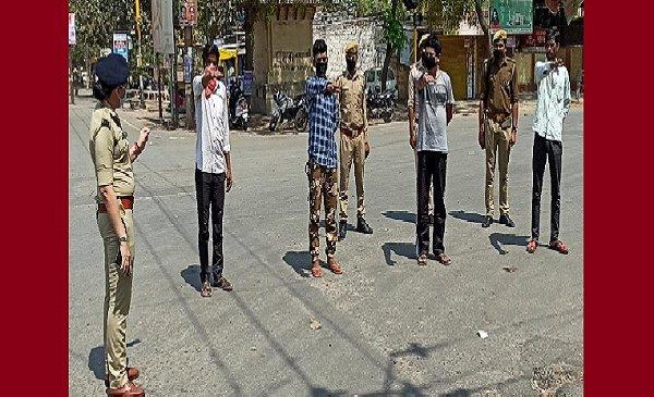 कानपुर में लाॅकडाउन तोड़ने वालों को महिला एसपी ने दिलाई शपथ