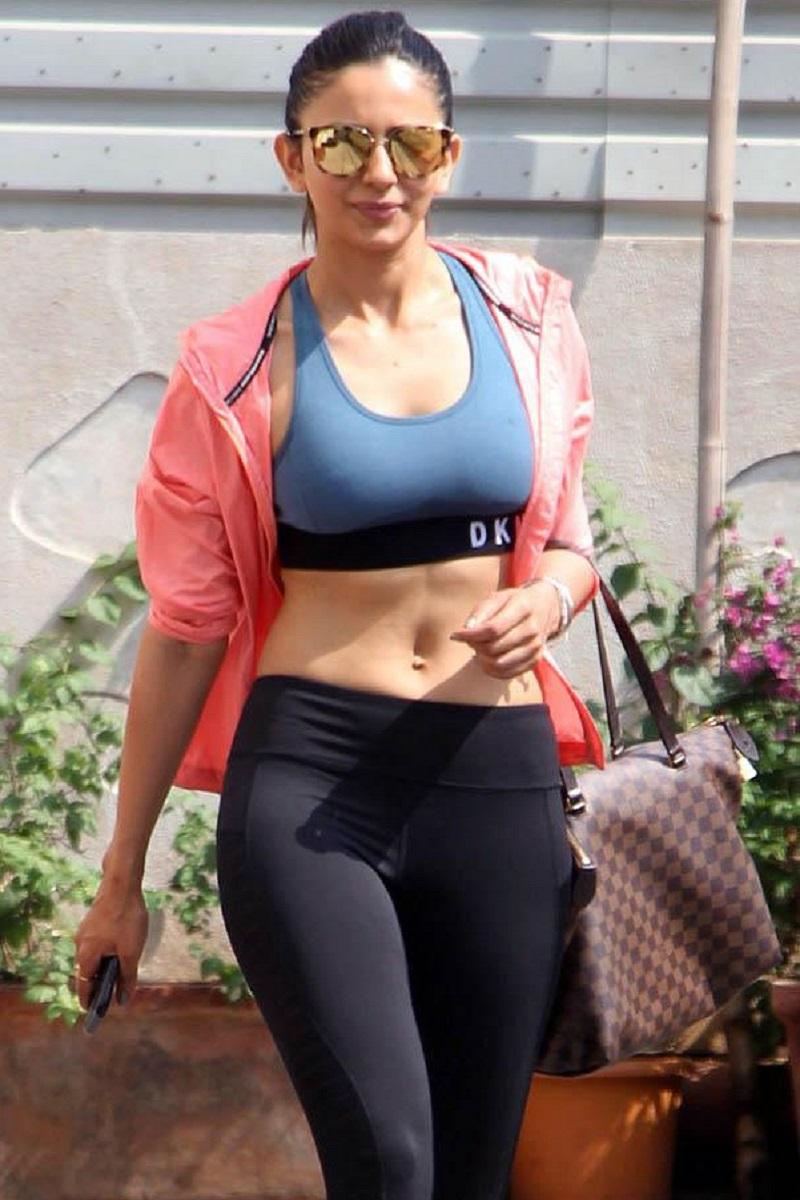 actress rakul preet singh hot sweeming pool photo viral