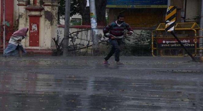 लखनऊ-कानपुर-बांदा-सीतापुर में तेज हवाओं के साथ बारिश