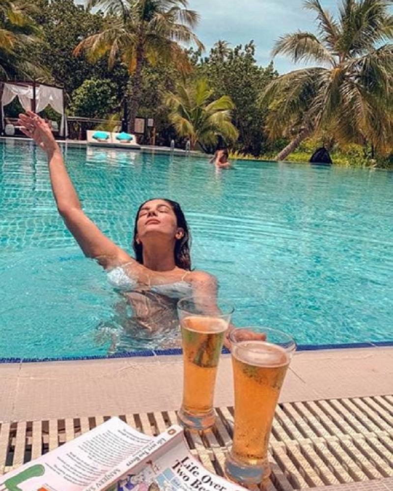 Actress Pooja Gaur's swimming pool photo of TV serial pledge