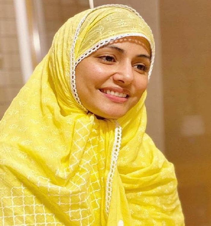 Bollywood tv Actress Hina Khan prayed for everyone's safety by keeping a fast