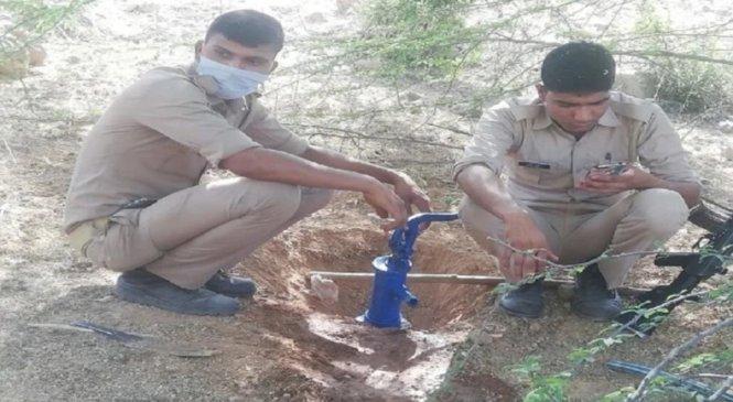 लाॅकडाउन में गोलमालः हैंडपंप से निकल रही थी शराब, पुलिस ने खोला राज