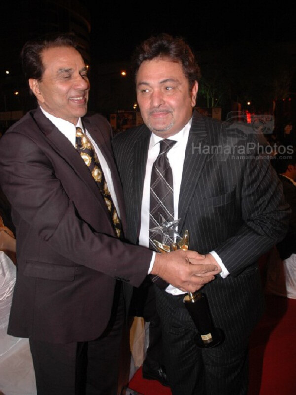 Actor Dharmendra was shocked by death of Rishi Kapoor