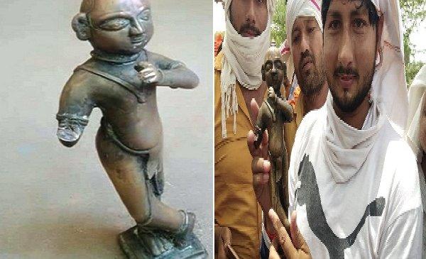 बांदा में प्राचीन कुएं से बेशकीमती कृष्ण मूर्ति मिली