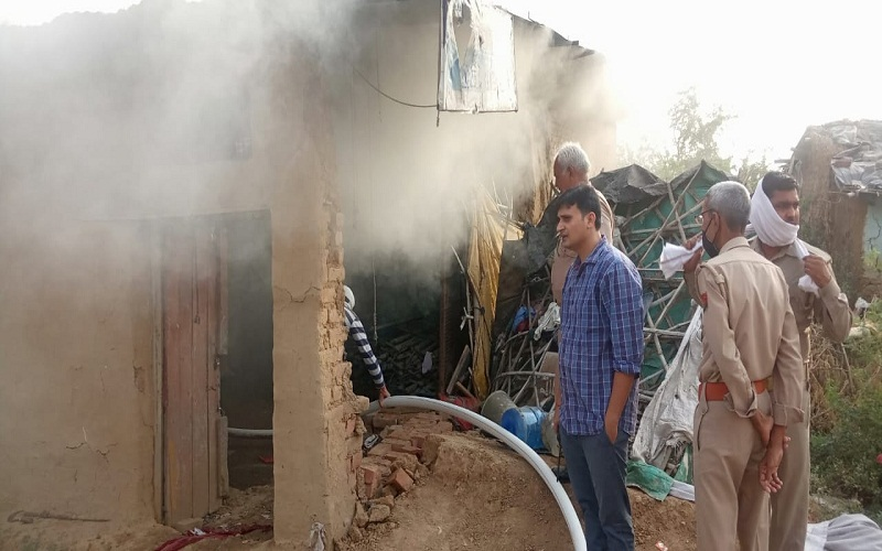 Thousands lost due to fire in tent house in Banda