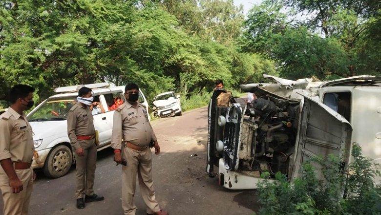 अपडेटः बांदा में कार-बोलेरो की टक्कर में वृद्ध महिला की मौत, मासूम समेत 5 घायल