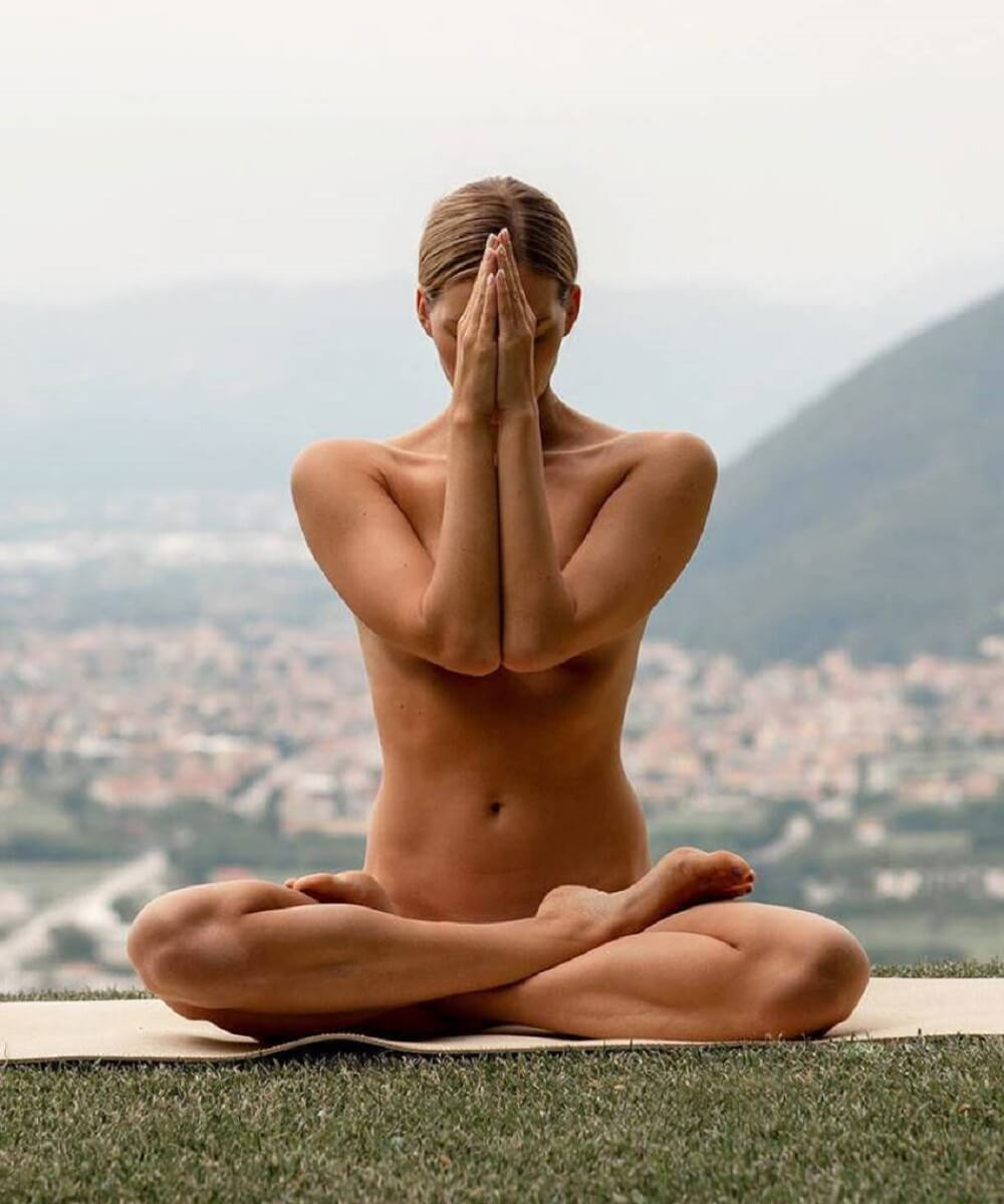 nude yoga girl photo viral on social media