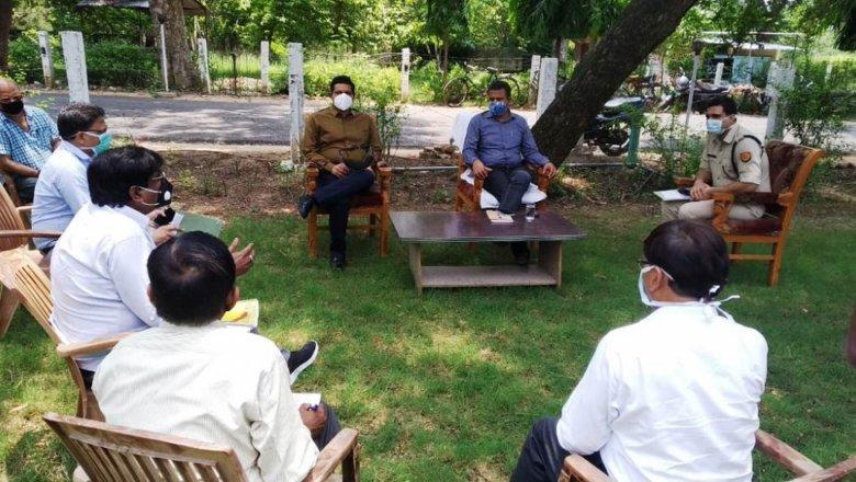 Covid-19: बांदा में गंभीर हुए हालात, आयुक्त-डीआईजी ने अधिकारियों की बैठक ली