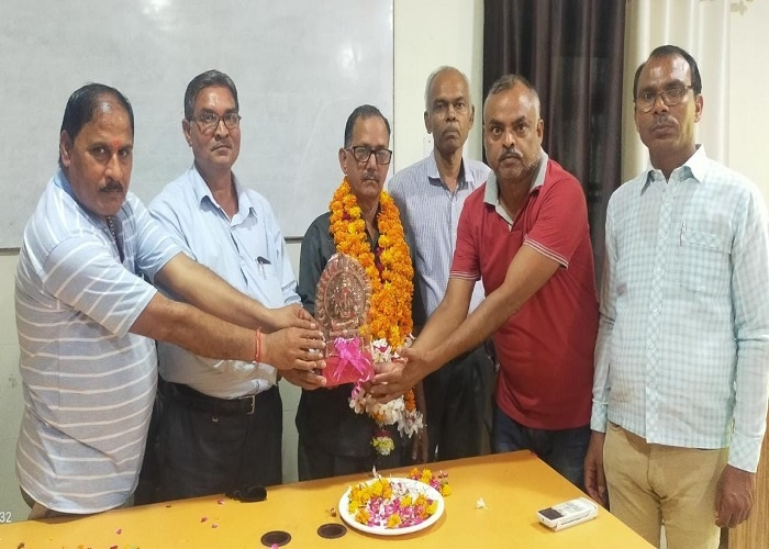 All staff farewell to retired clerk in Pt JN College