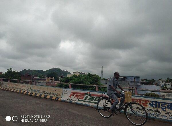 मौसम विभाग का अलर्ट, बुंदेलखंड के इन जिलों और पश्चिम यूपी में ज्यादा बारिश..