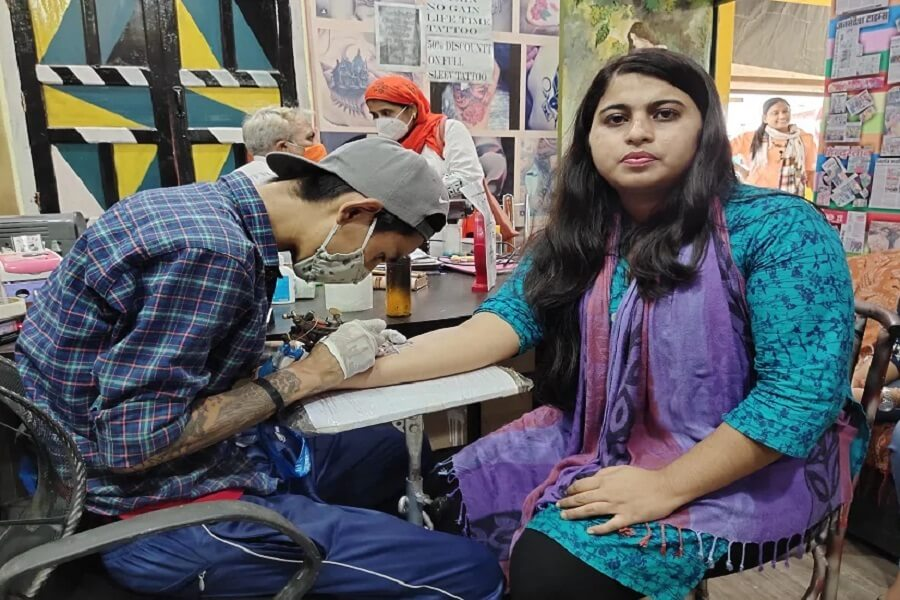 An example of unity, a Muslim woman got Jai Sri Ram's tattoo on hand