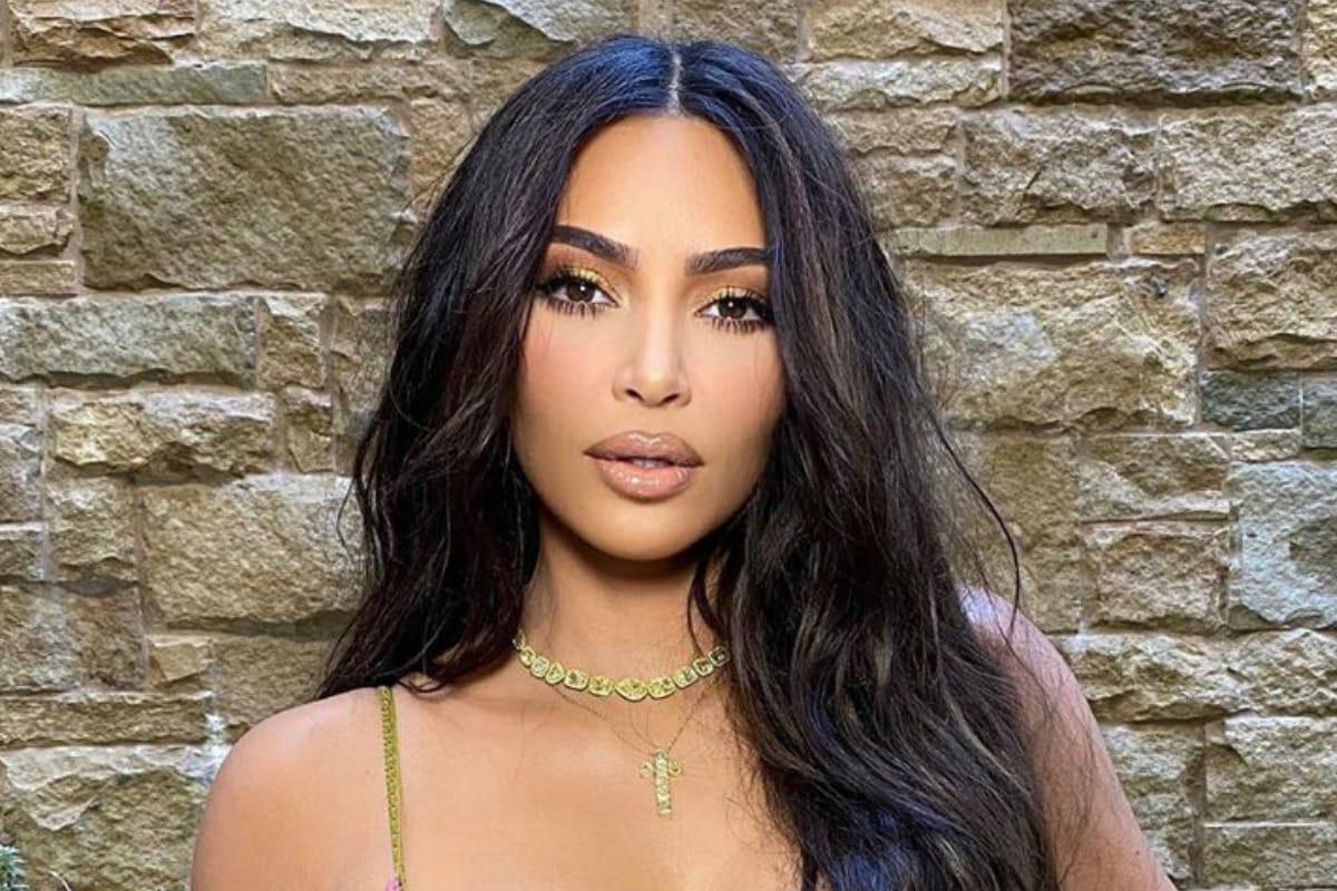 Model Kim Kardashian pulled very bold photos at pool at night