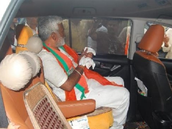 भाजपा प्रदेश अध्यक्ष स्वतंत्र देव घायल, हाथ की उंगली कटने पर मुजफ्फरनगर के अस्पताल में भर्ती..