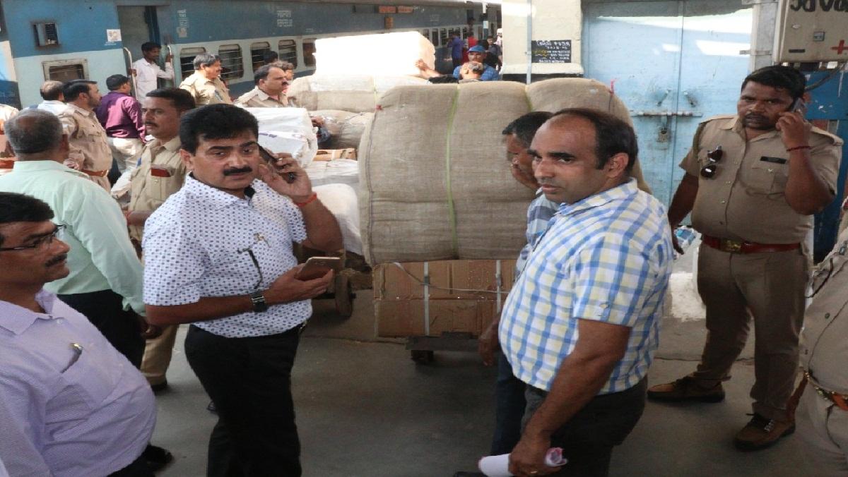 UP GST team raids Kalindi Express at Kanpur Central Railway Station, bags worth lakhs
