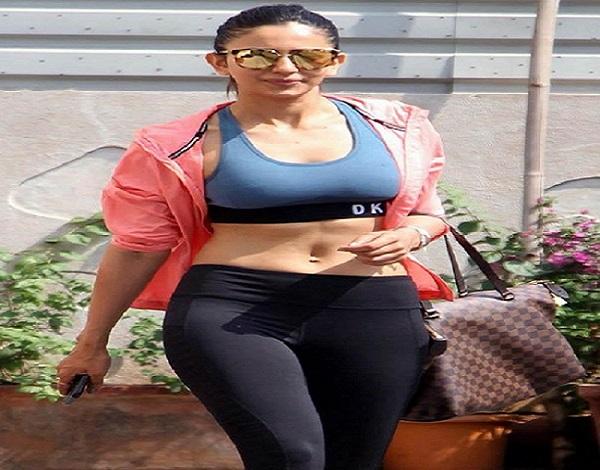 Actress रकुल प्रीत ने शेयर की स्वीमिंग वाली पूल फोटो, फैंस का आया ऐसा रिएक्ट