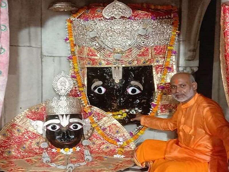 चित्रकूट में भगवान कामतानाथ के द्वार समेत सभी मठ-मंदिरों के पट खुले