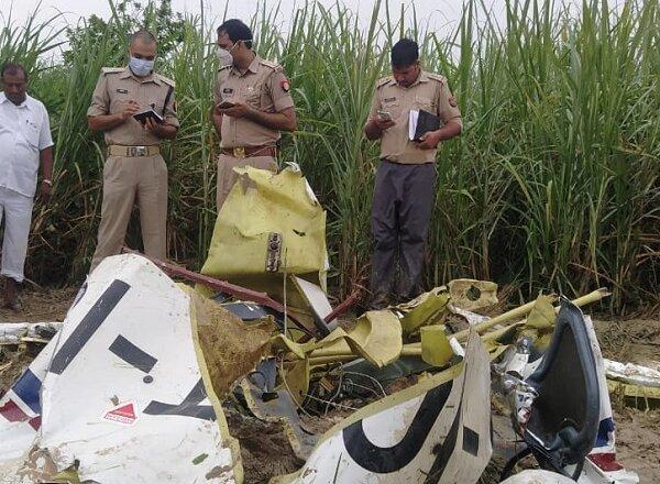 आजमगढ़ में खेत में गिरा एयरक्राफ्ट, पायलट की मौके पर मौत
