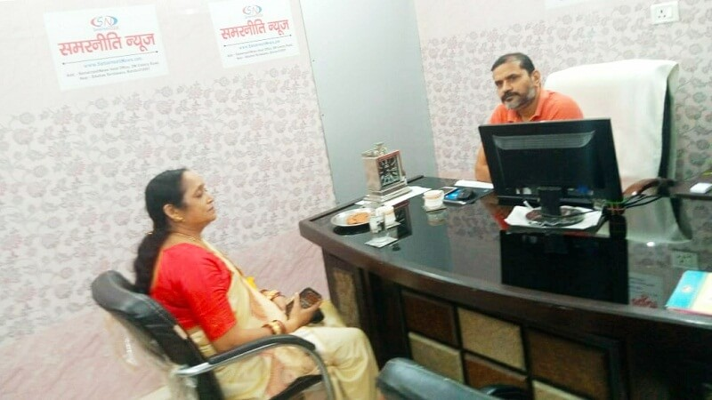 Ladies Commission Member Prabha Gupta reached Samarniti office