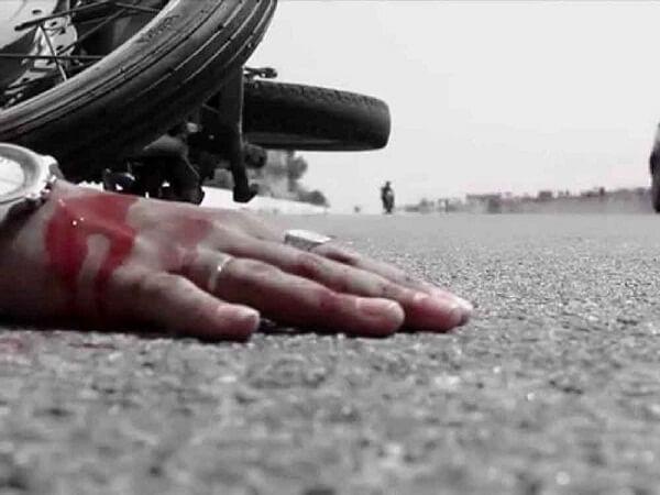 Breaking News : Bike rider dies in car collision in Banda